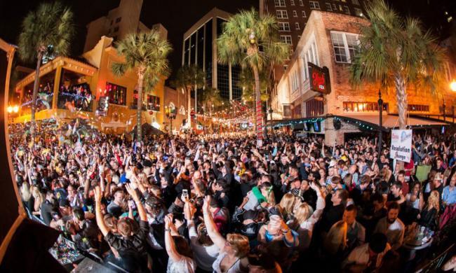 actividades geniales para hacer en Orlando wall street plaza party1 0